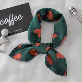 Le foulard vient terminer ton look et apporte une touche de peps à une tenue simple, il fera la différence alors n'attendez plus pour en portez !❤️
