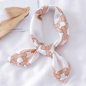 Retrouvez le foulard « Yaëlle» sur notre site💓 ________  #bandalia #foulard #inspiration #scarf #love #bandeau #carréensoie #foulardànouer #tendance2021 #instadaily #accessoires #cheveux #coiffure